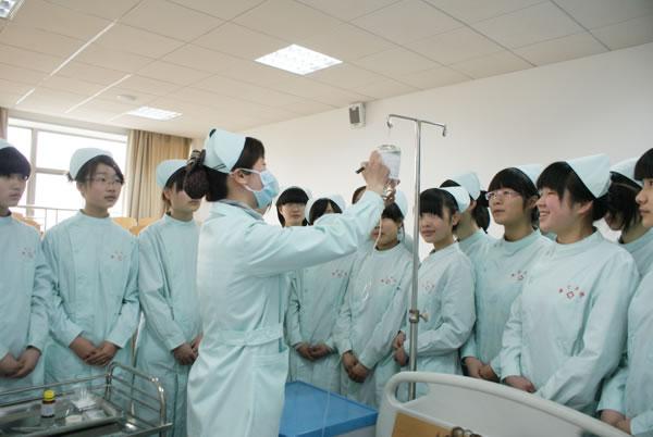 合肥护理学校实训课